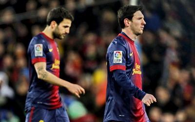 Cesc Fabregas (kiri) dan Lionel Messi, (foto: Reuters)