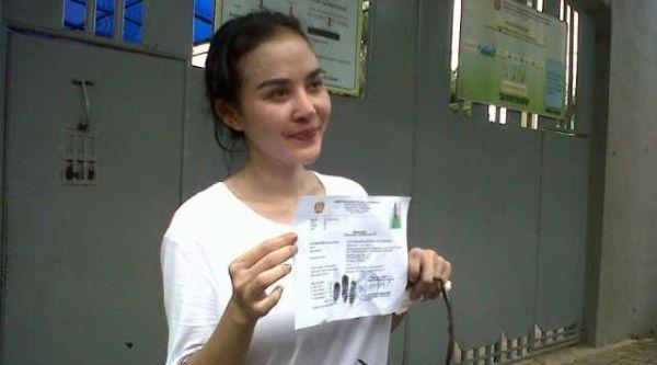 Bebas dari Penjara, Alona Buang Sial di Ancol