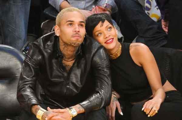 Chris Brown Kepergok Goda Wanita Lain