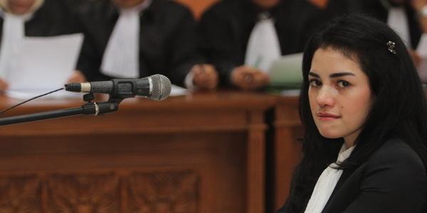 Dituntut Lima Bulan Penjara, Nikita Mirzani Menangis