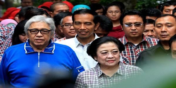 Jokowi saat menemani Megawati dan Taufiq Kiemas