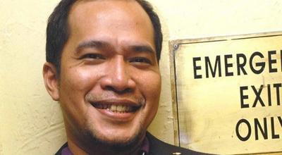 Ricky Jo Dikubur di Dekat Makam Ayahnya yang Wafat Bulan Lalu