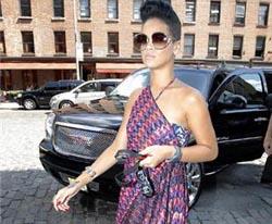 Macet, Rihanna Bikin Ribuan Murid Menunggu Empat Jam