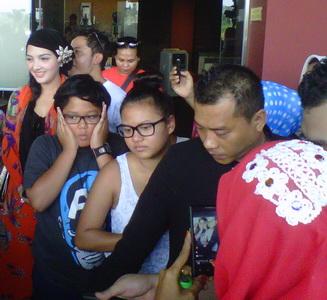Krisdayanti Pulang, Anang & Ashanty Pergi