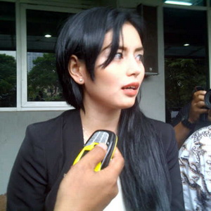 DJ Verny, wanita yang mengaku dihamili Denny Sumargo