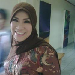 Cuma Dikasih Kalung & Gelang, Dorce Siap Sumpah Pocong