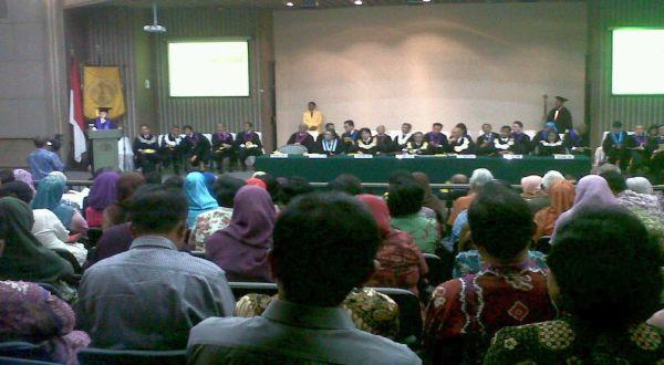 Suasana pengukuhan guru besar UI di Balai Sidang UI, Depok. (Marieska/Okezone)