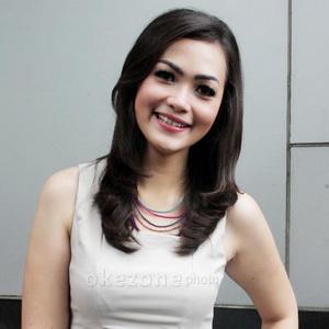Christy Jusung Bantah Menikah April 2013