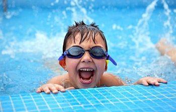 Anak Cedera Saat Berenang, Akibatnya Bisa Fatal