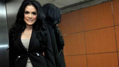 Sering Ribut, Nikita Mirzani Gak Masalah Duet Bareng Jenny Cortez