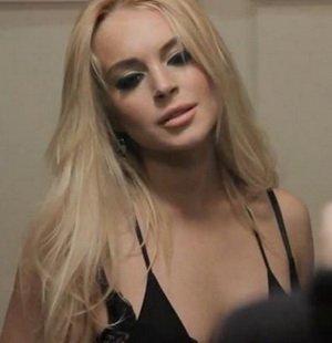 Keluar Helikopter, Lindsay Lohan Cuek Umbar Payudara