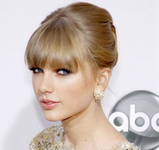 Taylor Swift Hampir Tertusuk Pedang Ed Sheeran