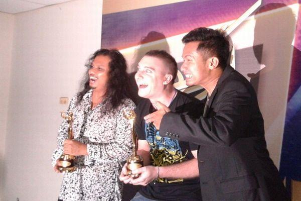 Gugun Blues Shelter meraih piala AMI Awards 2012 (Foto: Adelina Wangge/Okezone)