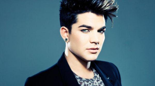 Baru Putus, Adam Lambert Kepincut Model Pria