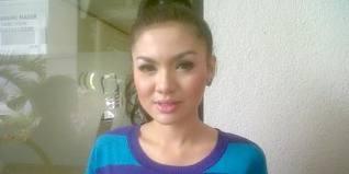 Vicky Shu Siap Berjilbab Pascaumrah