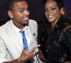 Rihanna Bantah Hamil Anak Chris Brown