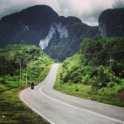 Backpacker 'Menyelinap' ke Malaysia lewat Jalur Darat
