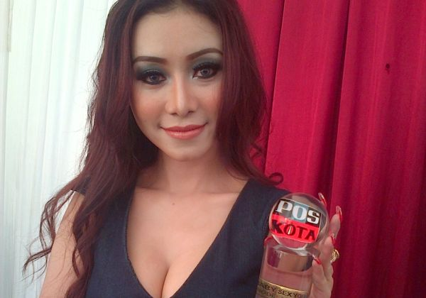 Baby Sexyola Bangga Gantikan Jupe Jadi Model Iklan Kondom