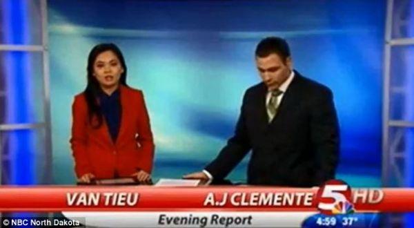 Peresenter yang dipecat (kanan) (Foto: NBC)