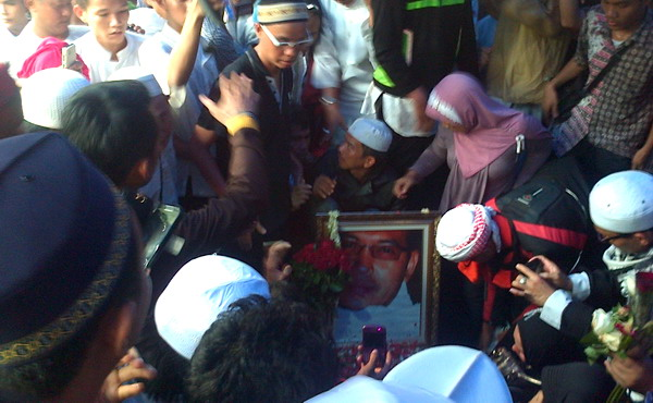 Makam Ustadz Jeffri di TPU Karet Tengsin (Foto: Arif/Okezone)