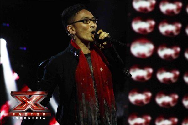 Isa Raja saat tampil di Gala Show 8 (Foto: Arif/okezone)