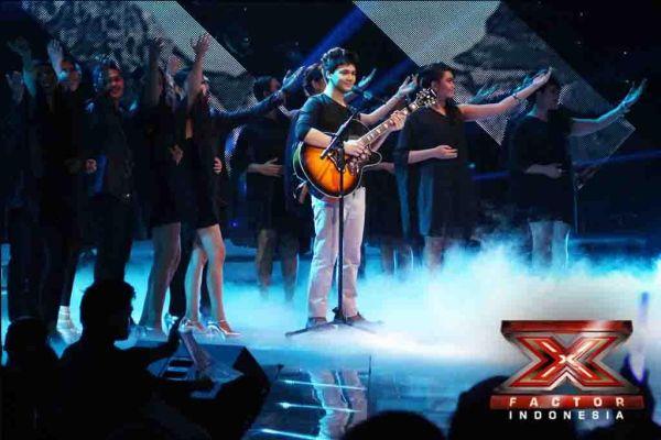 Mikha Angelo saat tampil di Gala Show 10 (Foto: Arif/okezone)