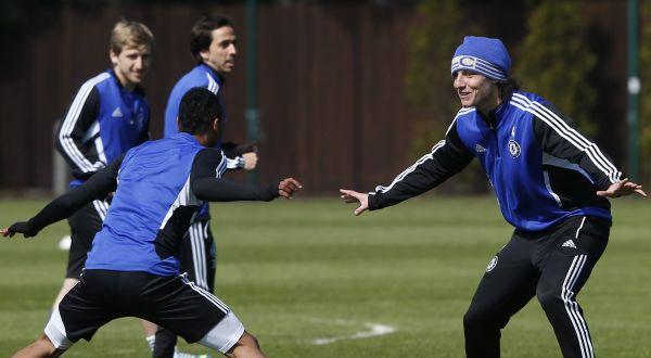 Para pemain Chelsea berlatih sebelum melakoni laga melawan Basel. (Foto: Reuters)