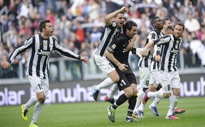 Para pemain Juventus bersiap segel scudetto di kandang sendiri (foto: Reuters)