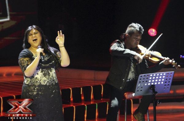 Shena Malsiana saat tampil di Gala Show 6 (Foto: Arif/okezone)