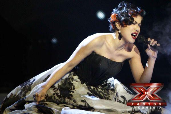Novita Dewi saat tampil di Gala Show 7 (Foto: Arif/okezone)