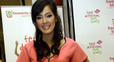 Cathy Sharon Melahirkan Putra Pertama di Singapura