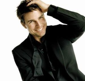Tom Cruise Minder Merasa Pendek