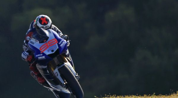 Aksi pembalap Yamaha, Jorge Lorenzo. (Foto: Reuters)