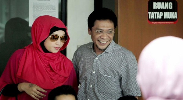 Ahmad Fathanah dan istri ketiganya, Sefti (Foto: Yulianto/Koran Sindo)