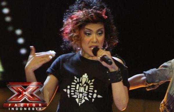 Novita Dewi saat tampil di Gala Show 6 (Foto: Arif/okezone)
