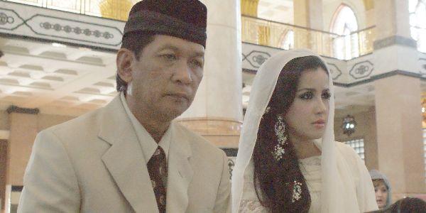 Enam Pasang Selebriti Menikah Beda Usia