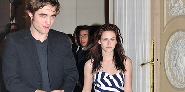 Robert Pattinson & Kristen Stewart (Foto: Showbizspy)