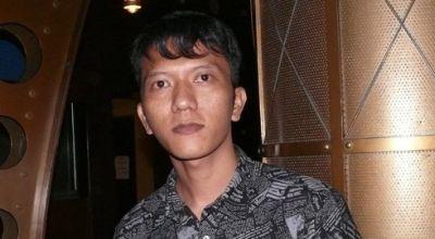 Demi Jokowi, Teuku Rifnu Rela Disetrum