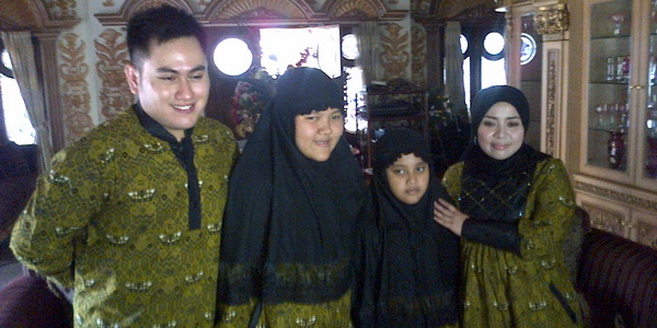 Nassar dan keluarga (foto: Egie Gusman/Okezone)