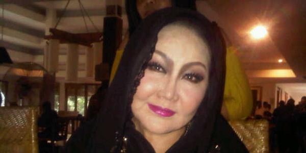 Ibunda Rasti Anggap Eza Gionino Menonjok Muka Sendiri
