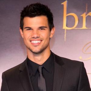 Taylor Lautner Kencani Bekas Kekasih Zac Efron
