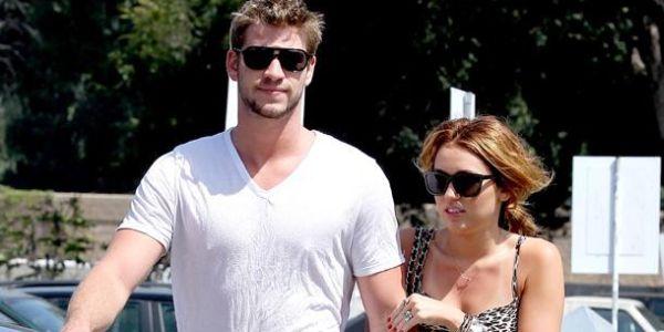 Resmi Putus, Miley Cyrus-Liam Hemsworth Masih Tinggal Serumah