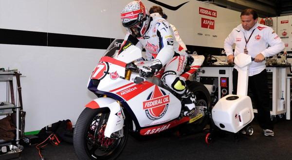 Doni Tata di garasi tim Suter (Foto: MotoGP)