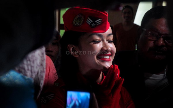 Jessica Iskandar Tak Heran Jupe Bebas Pakai Baju Unik