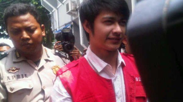 Tak Percaya Hakim, Eza Gionino Ogah Ajukan Banding