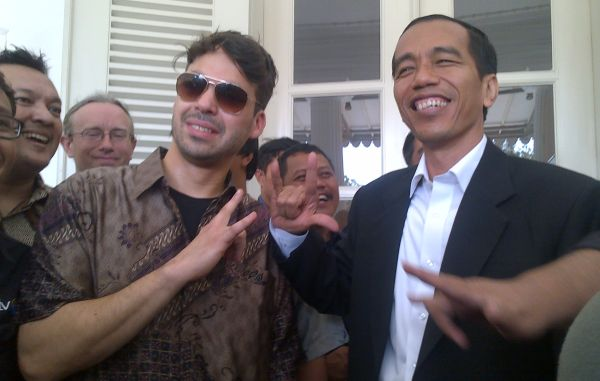 Vokalis Arkarna, Ollie Jacobs temui Jokowi di Balai Kota DKI Jakarta (Foto: Dede/okezone)