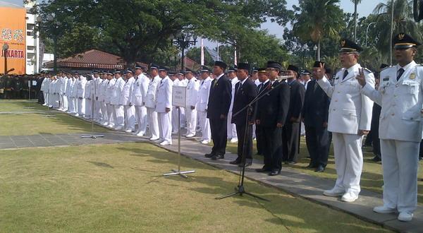 Jokowi melantik pejabat hasil lelang jabatan di Balai Kota Jakarta (foto: Aisyah)