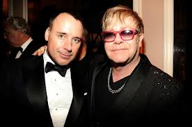 Elton John & David Furnish Tak Ingin Tambah Momongan
