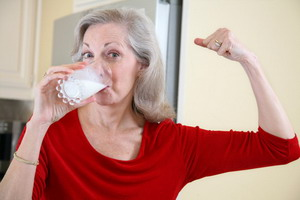 Cegah Osteoporosis, Rajin Minum Susu