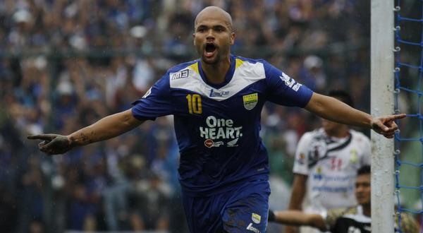 Selebrasi gol Sergio van Dijk (Foto: Irfan Al Faritsi/SINDO)